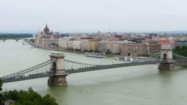 A Parlament épülete és a Duna Budapest