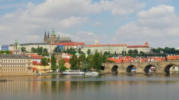 Karlův most a hrad v Praze
