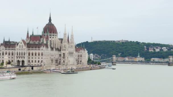 Parlament és a Duna