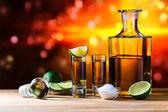 Zlatá tequila se solí a vápno