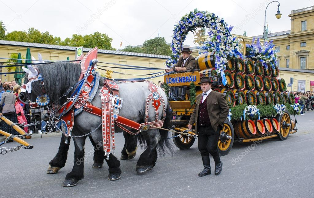 Opening parade of Oktoberfest in Munich – Stock Editorial Photo © filmfoto #84540784