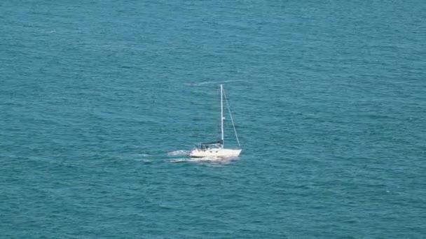 Plachetnice na oceán, detailní pohled