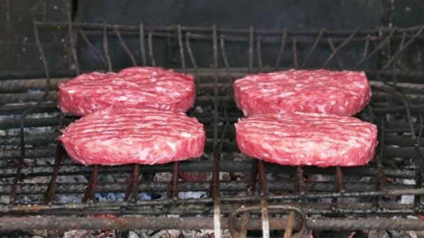 Hamburgery, grilování na roštu