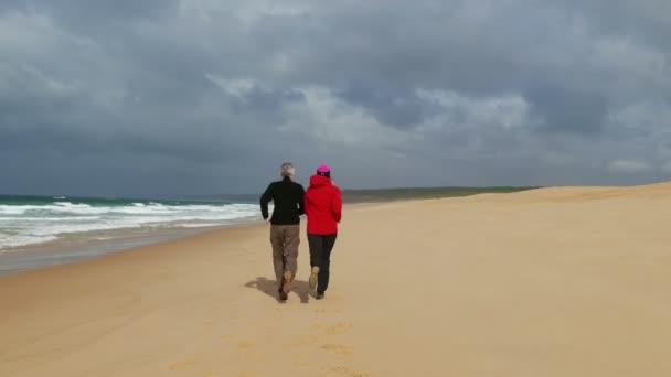 pár beach jogging