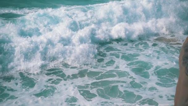 Lassú mozgás óceán hullámok feltörése a parton