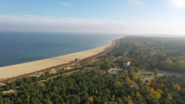 Ostsee und der Strand von Stogi in herbstlichen Farben, Danzig. Polen