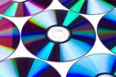 CD a DVD na bílém pozadí