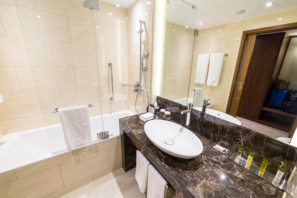 Luxe Badkamer Hotel : Luxe badkamer van doubletree by hilton hotel u2013 redactionele