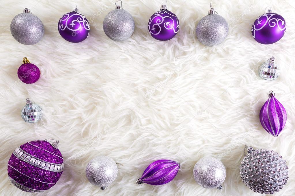 Marco de adornos de Navidad de morado y plata — Foto de stock ...