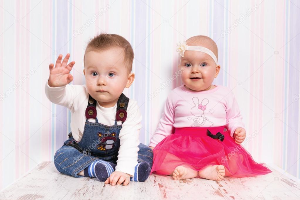 Zwillinge Mädchen Und Junge