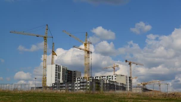 Několikapatrová stavba bytových domů, taymlapse