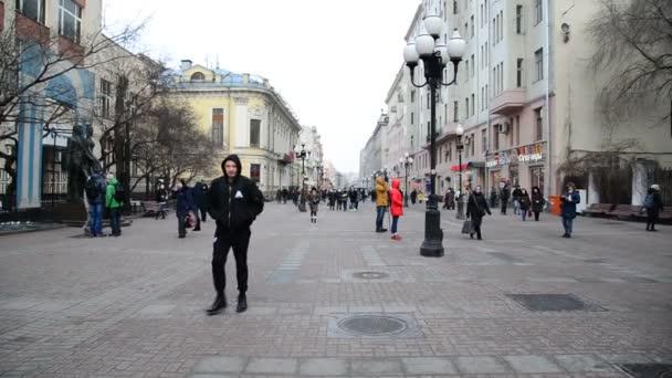 moskau, russland - februar 21.2016. alte arbat- fußgängerstraße im zentrum
