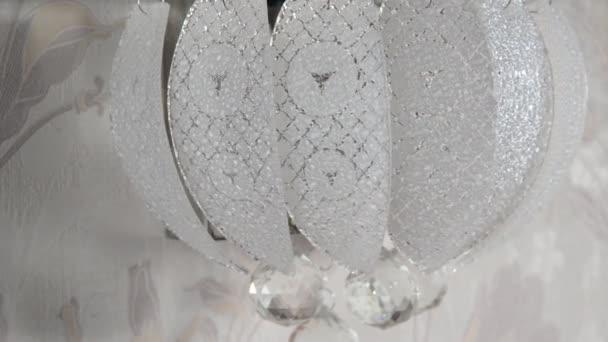 Applique di cristallo sul muro in camera u2014 video stock © olenka 2008