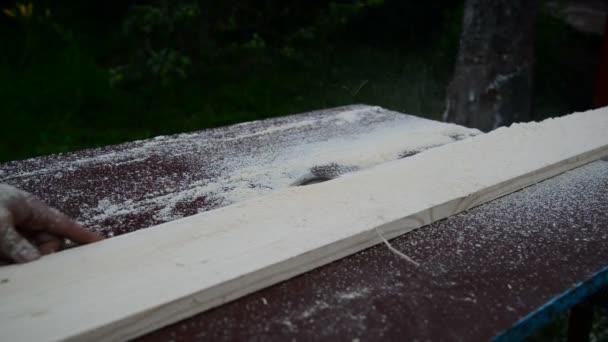 Pracovní desky kotoučovou pilou řezání