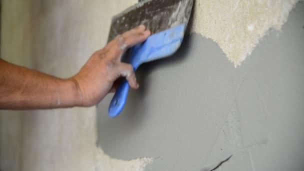 Workman, omítání zdí špachtle