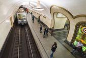 Stanice metra Moskva Novoslobodskaia, Rusko. Stanice metra Novoslobodskaia je velký památník sovětské éry
