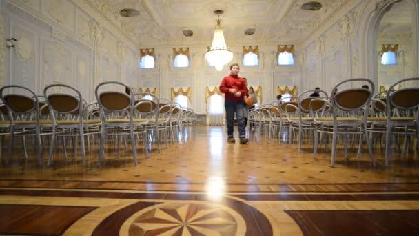 Nižnij Novgorod, Rusko - 03.11.2015. Tanečním sále muzea panství Rukavishnikov
