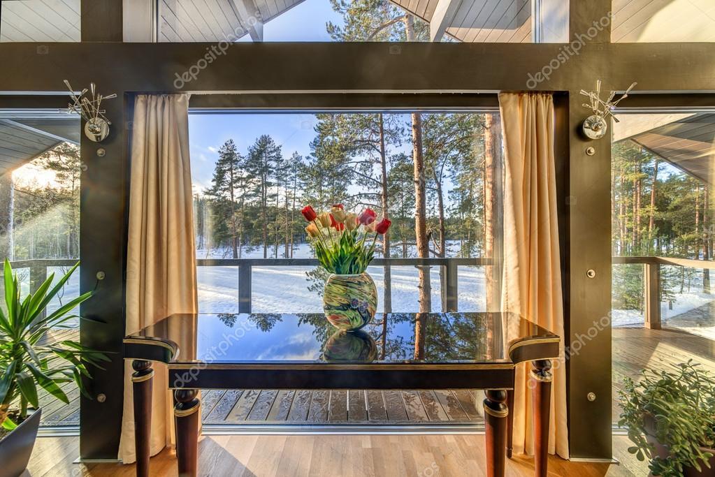 Interni Di Una Casa Di Campagna : Vaso alla finestra in un interno di una casa di campagna u foto