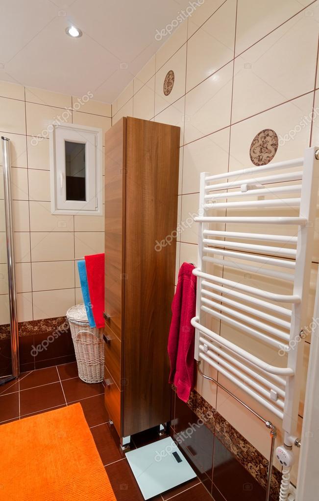 Calentadores Para Cuartos De Bano.Vista Para El Lado De Bano Modernos Muebles Y Calentador