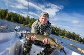 Fotografie Muž s podzimní štiku jezero