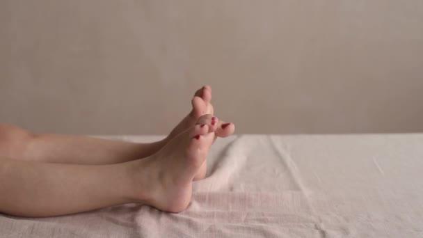 Holky nohy s prsty, za stálého míchání