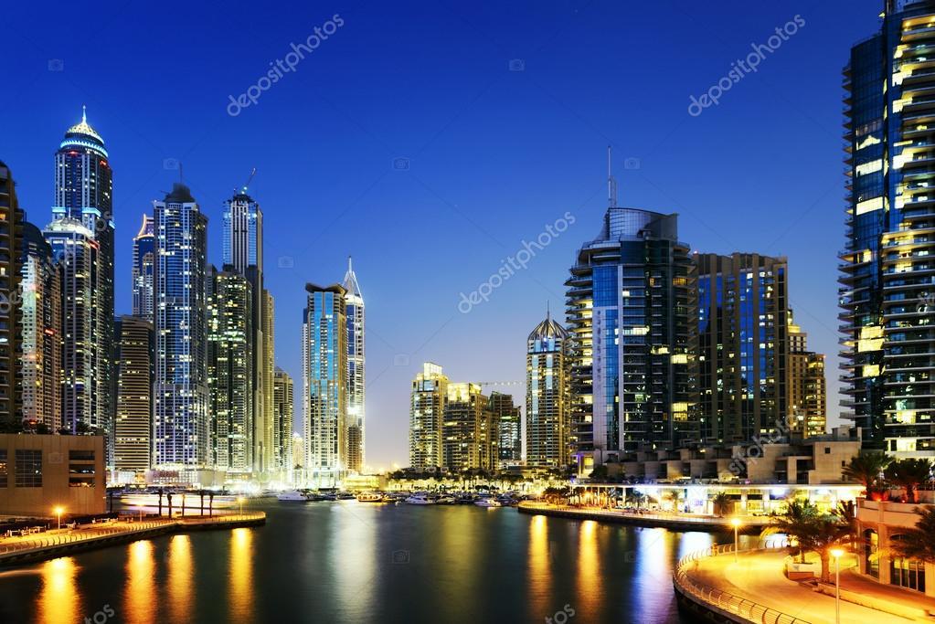 Paisaje De Dubai Por La Noche, Los Emiratos Árabes Unidos