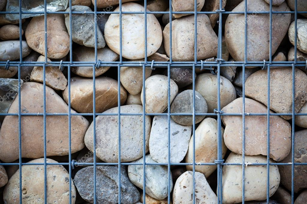 Steinen In Metall Netto Stockfoto 118471320