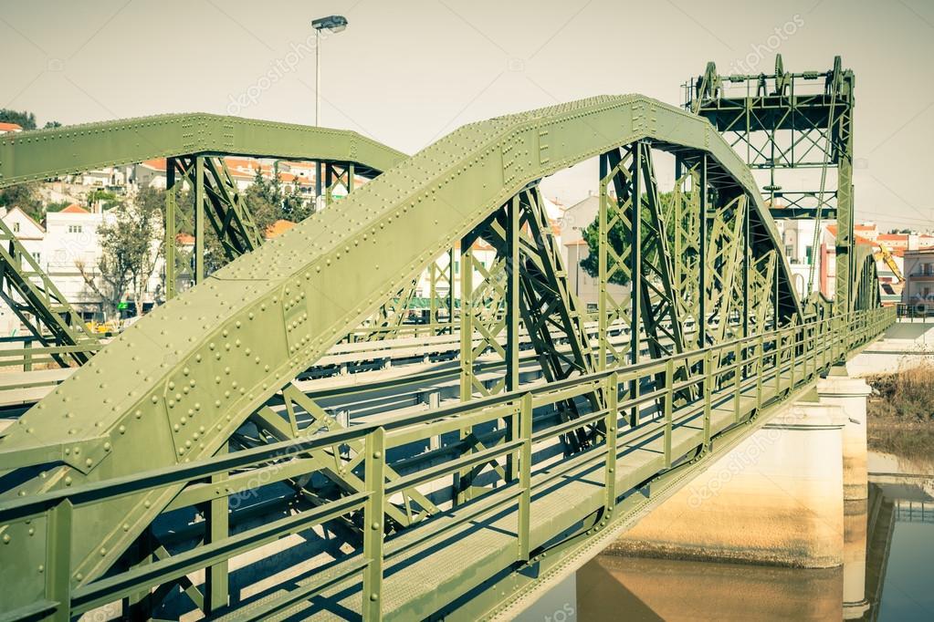 佐渡川に架かる橋します。アルカ...