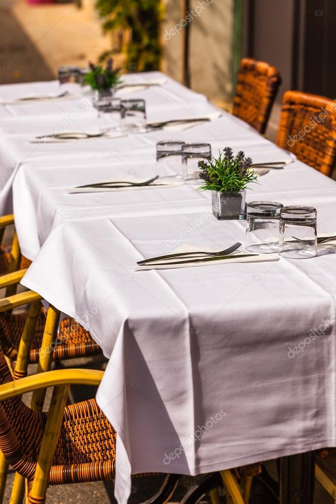 아늑한 레스토랑 테이블 서비스에 대 한 준비 — 스톡 사진 ...