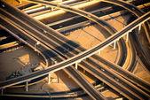 Pohled shora výměny dálnice v Dubaji