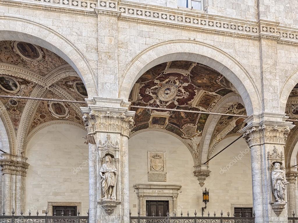 Casa nota loggia della mercanzia a siena italia foto for Spargere i piani della casa degli ospiti