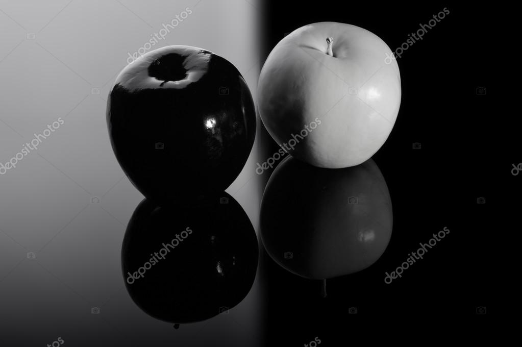Apple preto e branco apple stock photo mshch1 69390197 apple preto e branco apple fotografia de stock thecheapjerseys Image collections