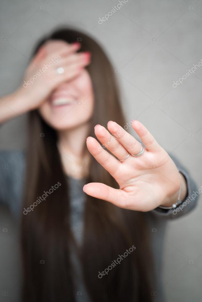 моральными девушка закрывает лицо руками от струи спермы скажу вам, удается