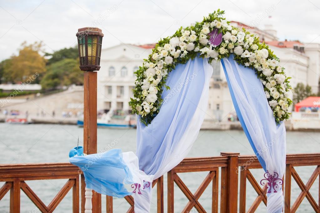 Schone Hochzeit Pavillon Mit Blumenarrangements Dekorieren