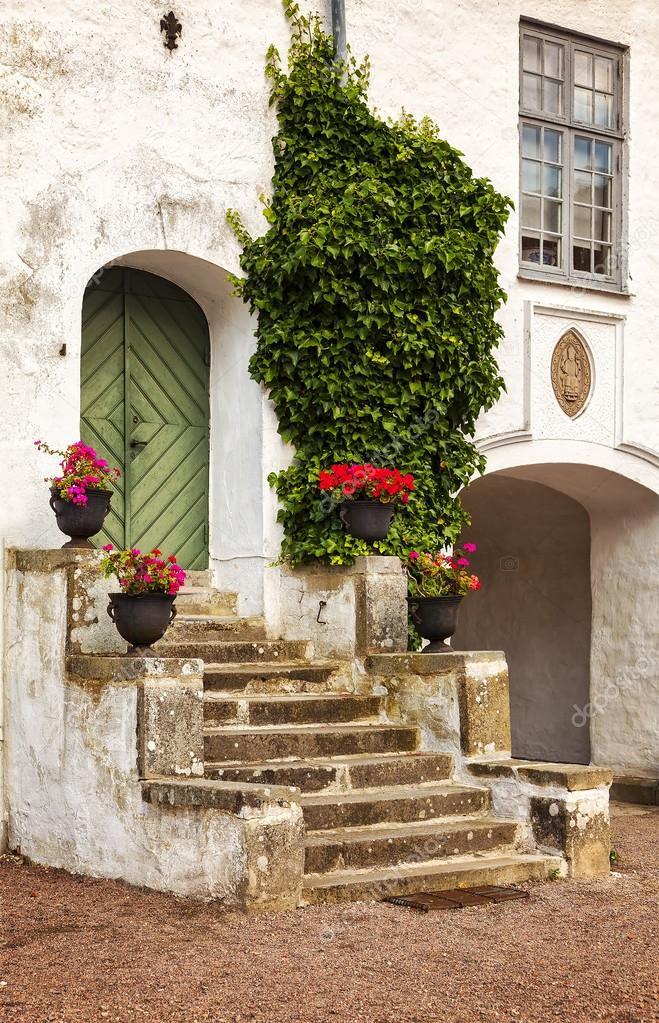 Portico del cortile rustico foto stock 109618998 for Portico rustico