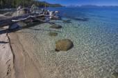 Fotografie krásné pobřeží jezera tahoe