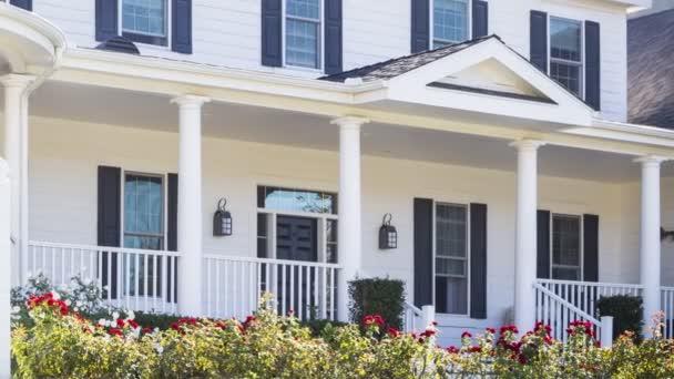 Posouvání prodaných domů za prodej nemovitostí znamení a dům