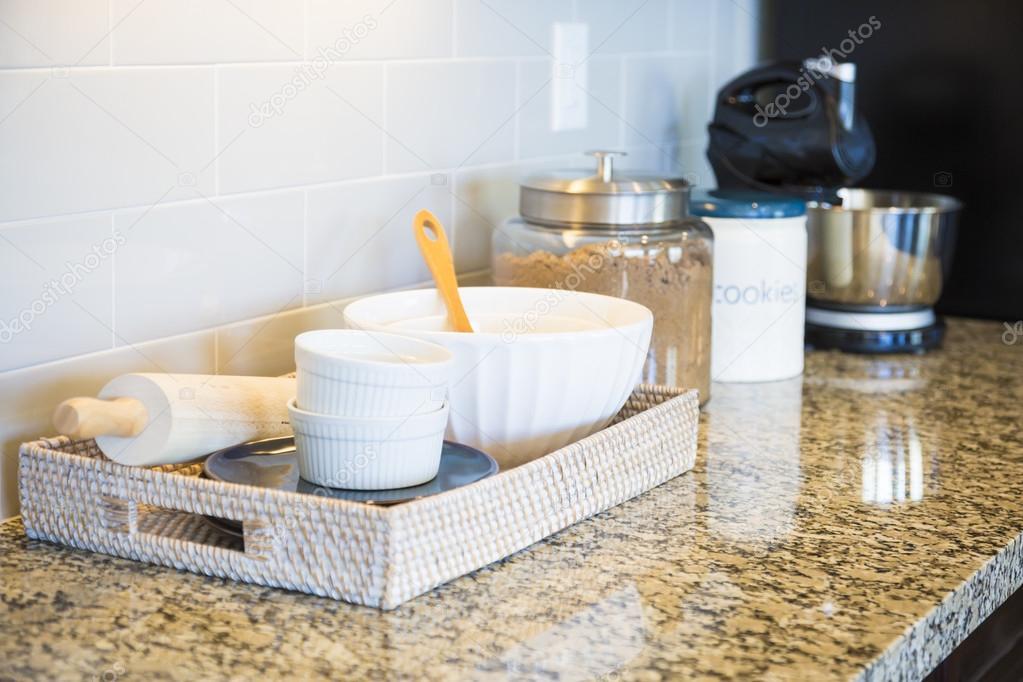 Marmeren keuken tegenbovenkant metro tegel backsplash en bakken