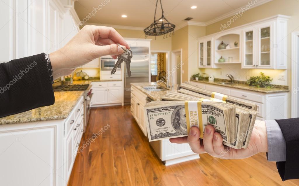 Übergabe von Bargeld für Schlüssel im schönen Küche — Stockfoto ...