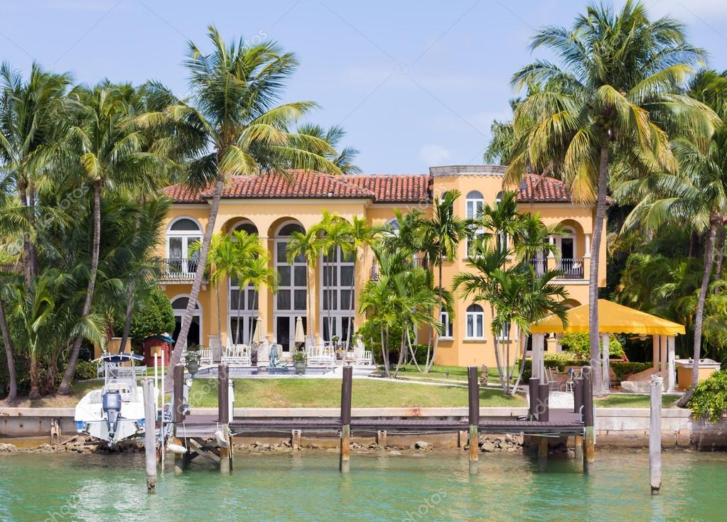 Luxurious mansion on star island in miami stock for Villa luxe usa