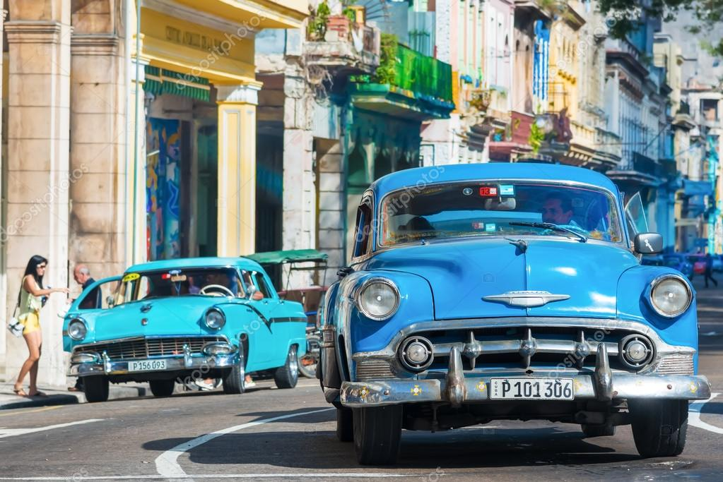 Old classic cars used a taxis in Havana – Stock Editorial Photo ...