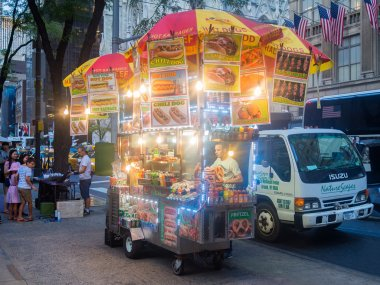 Fast food cart at 5th Avenue in New York City