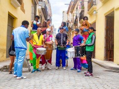 Musicians and street dancers in Old Havana