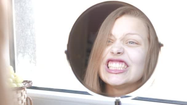 video op het maken van een meisje spuitenZwarte lesbische MILF en tiener