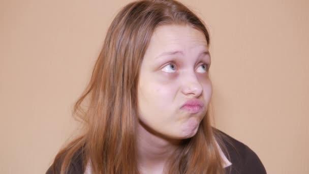 Nešťastný smutný dospívající dívka. 4k Uhd
