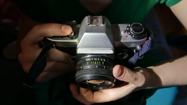 Macchina fotografica depoca e lente. Primo piano. 4K Uhd
