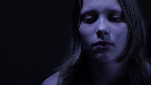 Smutný dospívající dívka. 4k Uhd
