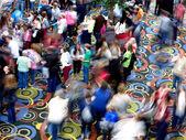 Fotografie Massen von Menschen bewegen verschwommen Kongress Meeting-Saal