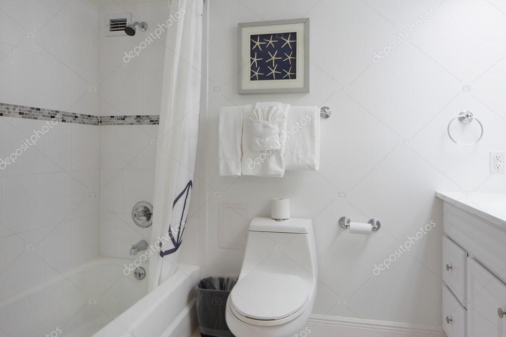 Moderne Witte Badkamer : Moderne witte badkamer u2014 stockfoto © felixtm #71318561