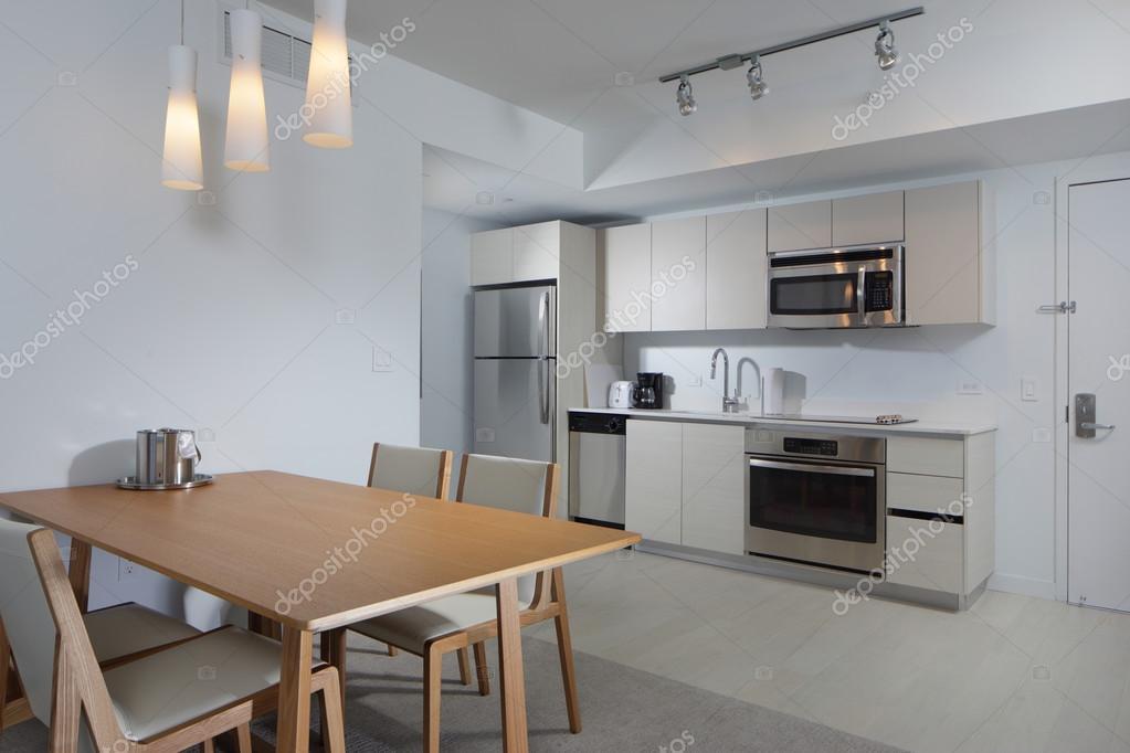 Eetkamer Keuken Open : Eetkamer met open keuken u stockfoto felixtm